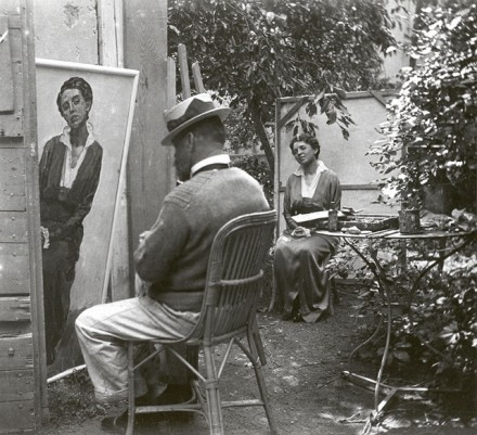 "Gertrud-Hodler-Gertud-Dübi-Müller-""Emma-Schmidt-Müller-sitting-for-her-portrait-by-Ferdinand-Hodler-in-his-studio-garden-1913-440x401.jpg"