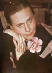 Elsa-Triolet-1939-Gisele-Freund.jpg